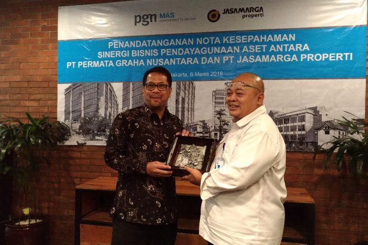 Penandatanganan kerja sama antara PT Jasamarga Properti dengan PT Permata Graha Nusantara dalam hal inventarisir potensi yang dimiliki masing-masing perusahaan, Selasa (6/3/2018).