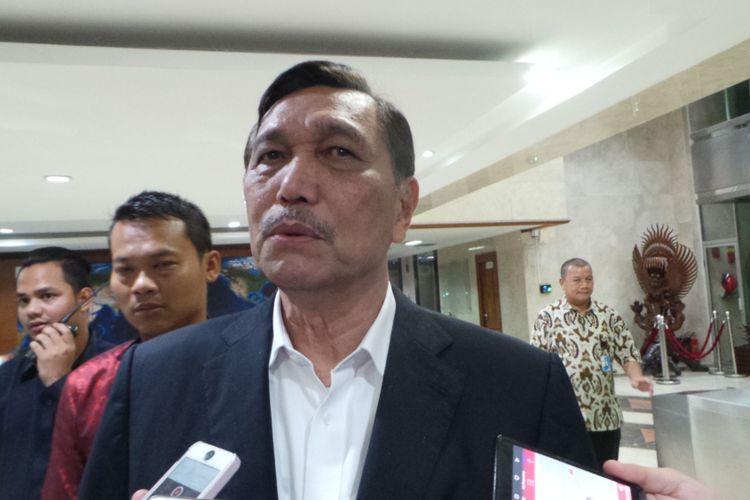 Menko Bidang Kemaritiman Luhut Binsar Panjaitan, di kantor Kemenko Kemaritiman, Jakarta Pusat, Jumat (21/7/2017).