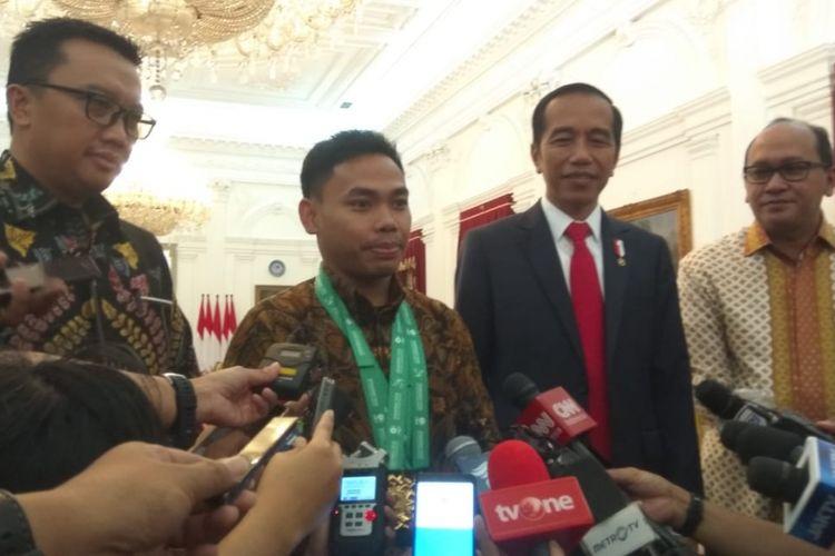 Presiden Joko Widodo menerima atlet angkat besi Eko Yuli Irawan di Istana Merdeka, Jakarta, Kamis (8/11/2018) pagi.