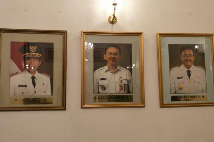 Lukisan wajah mantan Gubernur DKI Jakarta Djarot Saiful Hidayat sudah dipasang di Balai Kota DKI. Fotonya dipasang bersebelahan dengan foto Jokowi dan Ahok.