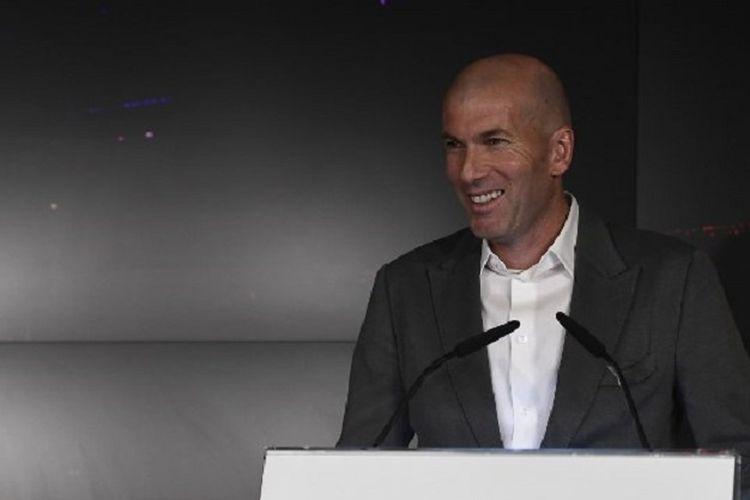 Zinedine Zidane saat konferensi pers di Madrid, Senin (11/3/2019). Real Madrid kembali merekrut Zinedine Zidane sebagai pelatih setelah memecat Santiago Solari. Zidane dikontrak hingga Juni 2022.