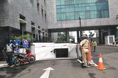 Hindari Kelebihan Kapasitas, Lahan Parkir di Gedung DPRD Dipasangi Portal