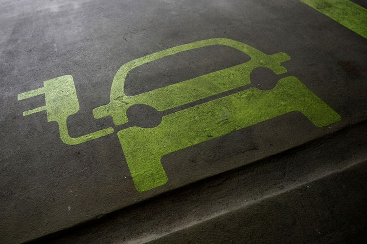 Ilustrasi mobil listrik.