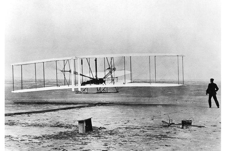 Wilbur dan Orville Wright dan penerbangan pada 17 Desember 1903.