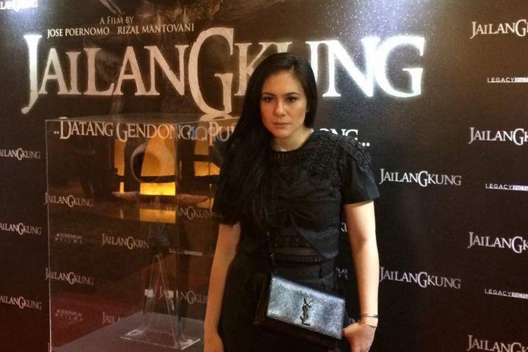 Wulan Guritno diabadikan usai Screening film Jailangkung di XXI Plaza Senayan, Senin (19/6/2017).