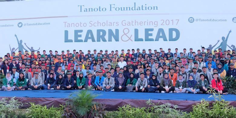 Sebanyak 250 penerima beasiswa Tanoto Foundation dari 21 perguruan tinggi di Indonesia berkumpul dalam acara Tanoto Scholars Gathering di Pangkalan Kerinci, Riau, 22-25 November 2017.