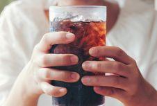 Mengapa 'Softdrink' dalam Botol Kaca Terasa Lebih Nikmat?