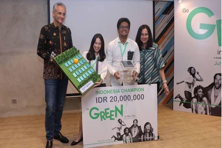Dua mahasiswa Fakultas Teknik Universitas Indonesia (UI) meraih juara pertama seleksi final Go Green in The City (GGITC) Indonesia.