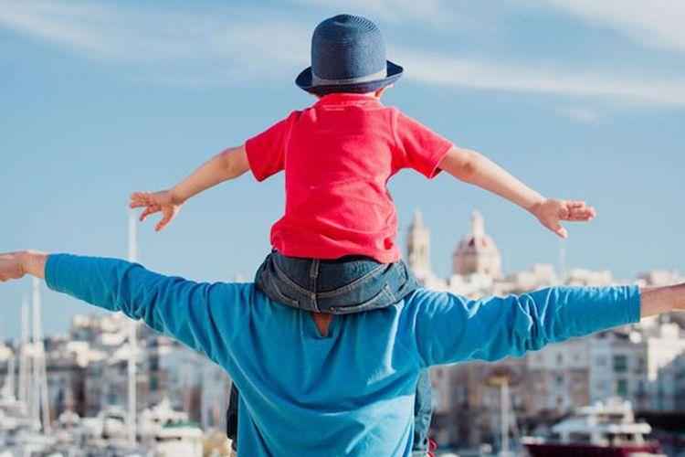 Berwisata bersama anak.
