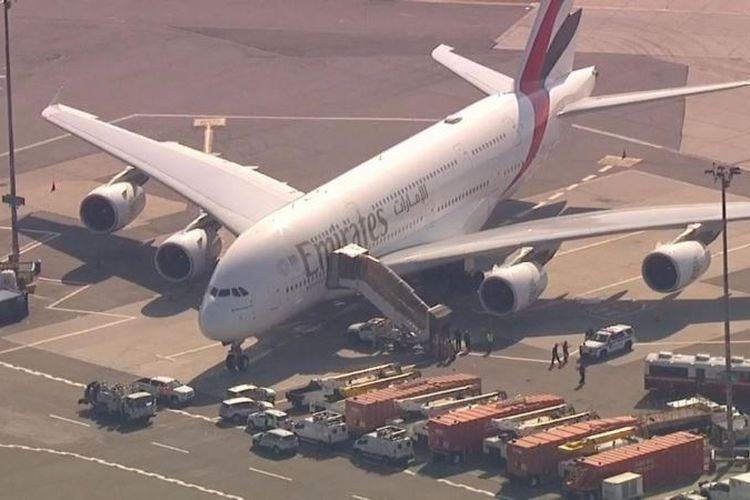 Pesawat Airbus A380 milik maskapai Emirates yang mendarat di Bandara JFK, New York.