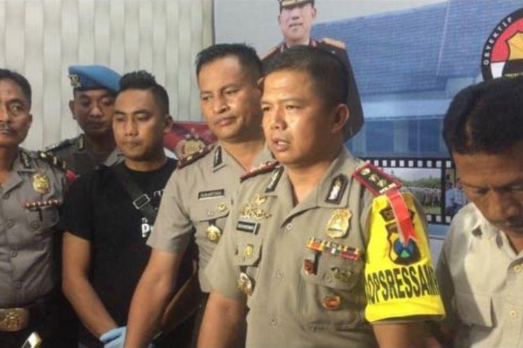 Pres rilis Polres Sampang terkait dengan kronologi penganiaayaan guru SMAN 1 Torjun oleh muridnya.