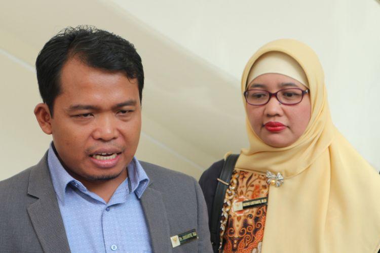 Ketua Komisi Perlindungan Anak Indonesia (KPAI) Susanto (kiri) bersama komisioner KPAI, Retno Listyarti (kanan) ketika ditemui di kantor Wakil Presiden, Jakarta, Senin (6/11/2017).