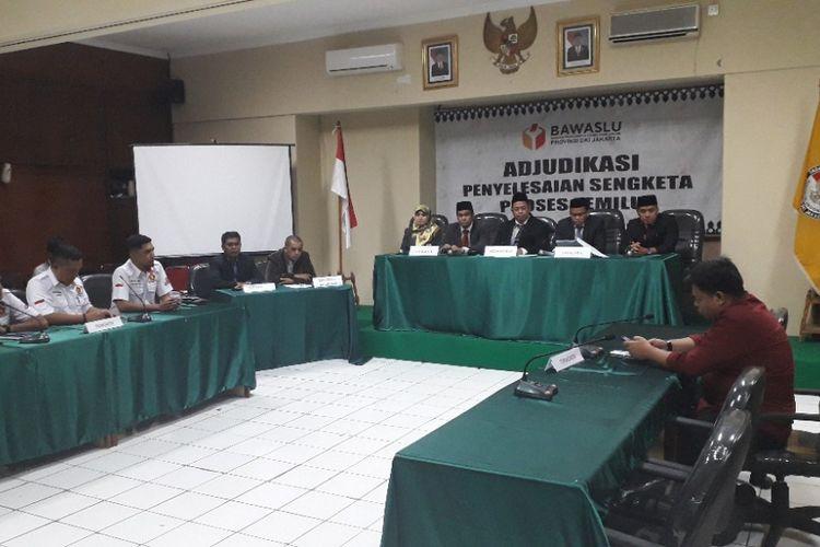 Sidang pembacaan putusan sengketa Pemilu antara Politikus Partai Gerindra Mohamad Taufik dan KPU DKI Jakarta di Kantor Bawaslu DKI Jakarta, Jumat (31/8/2018).