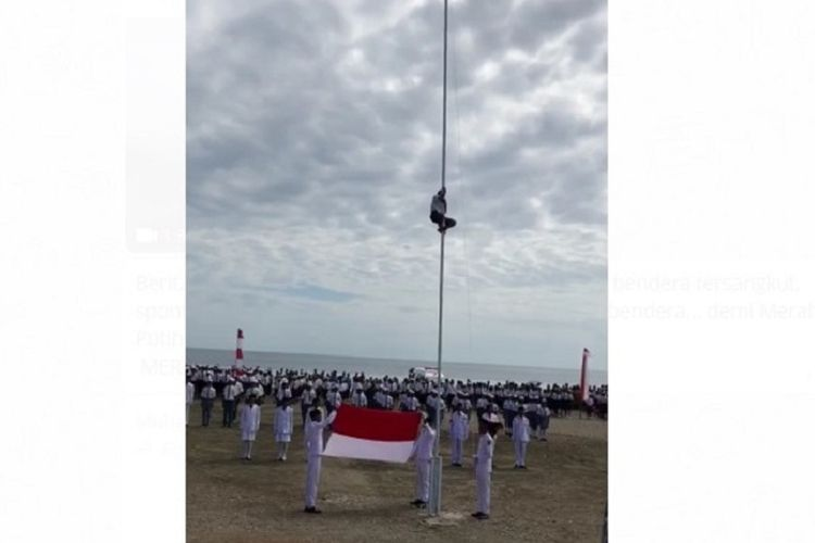 Video shows John & # 39; s actions climbing a pole for the flexibility of the independence ceremony on the RI-Timor Leste border. The video is viral on social media.