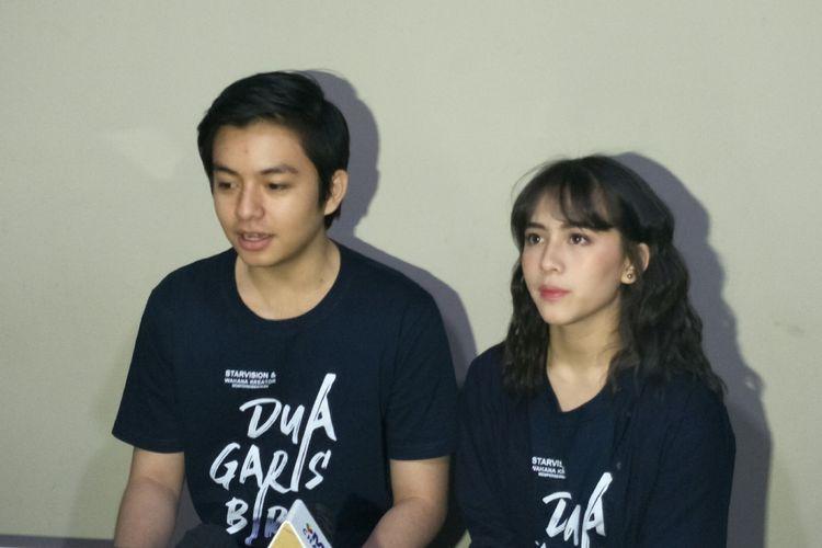 Artis peran Angga Yunanda dan Zara JKT 48 saat jumpa penggemar di XXI Blok M Square, Jakarta Selatan, Rabu (17/7/2019).