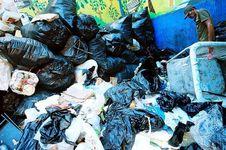China Kurangi Impor Sampah untuk Daur Ulang, Ini Imbas Bagi Lingkungan