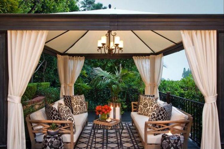 Dalam tradisi Bali terdapat suatu area serupa gazebo yang bernama Bale Bengong yang ditempatkan di samping atau belakang rumah. Sesuai namanya, area tersebut berfungsi sebagai tempat melepas lelah dan meringankan beban pikiran. Pengguna hanya perlu duduk di sana sambil menatap indahnya alam sekitar.