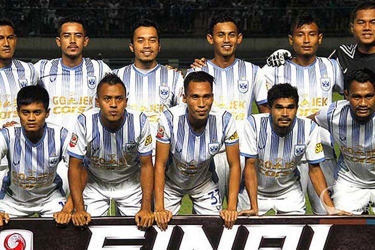 Pemain PSIS Semarang berpose menjelang laga menghadapi PSMS Medan pada semifinal Liga 2 2017 di Stadion Gelora Bandung Lautan Api, Kota Bandung, Sabtu (25/11/2017).