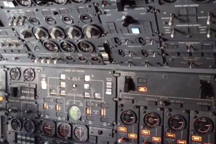 Panel analog di kokpit Boeing E-4B.