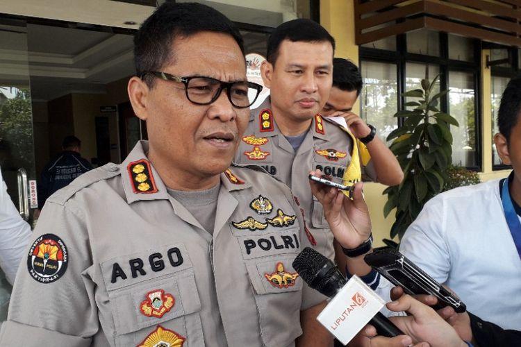 Ketua Tim Media Satgas Antimafia Bola Kombes Argo Yuwono memberikan keterangan kepada awak media di Mapolres Pelabuhan Tanjung Priok, Sabtu (2/3/2019).