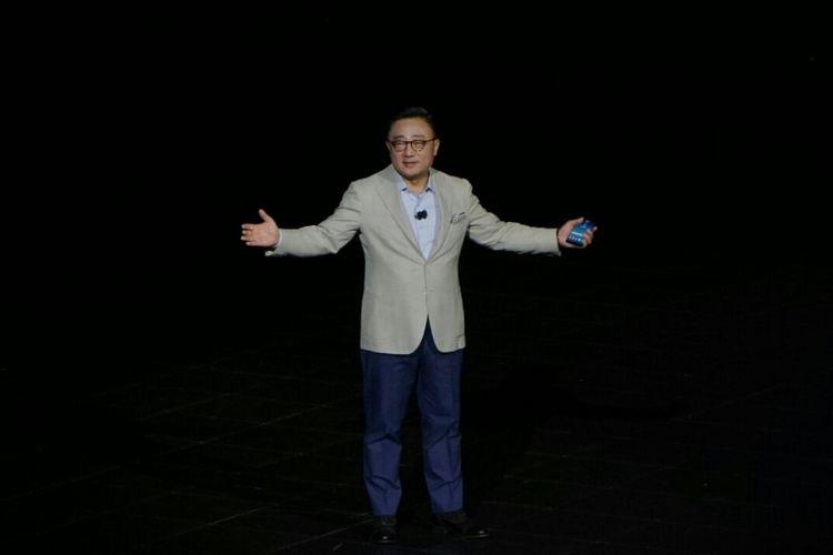President Mobile Communication Business Samsung, DJ Koh, meresmikan Galaxy Note 8, di New York, AS.
