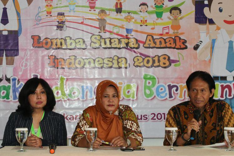 Yen Sinaringati, Elvi Hendrani dan pengamat musik Bens Leo dalam Konferensi Pers Lomba Lagu Anak Indonesia di kawasan Gondangdia, Jakarta Pusat, Kamis (23/8/2018).