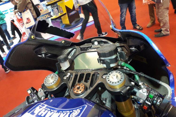 Sepeda motor balap Yamaha YZR-M1 yang dipakai pebalap Movistar Yamaha Valentino Rossi dipamerkan selama GIIAS 2018.