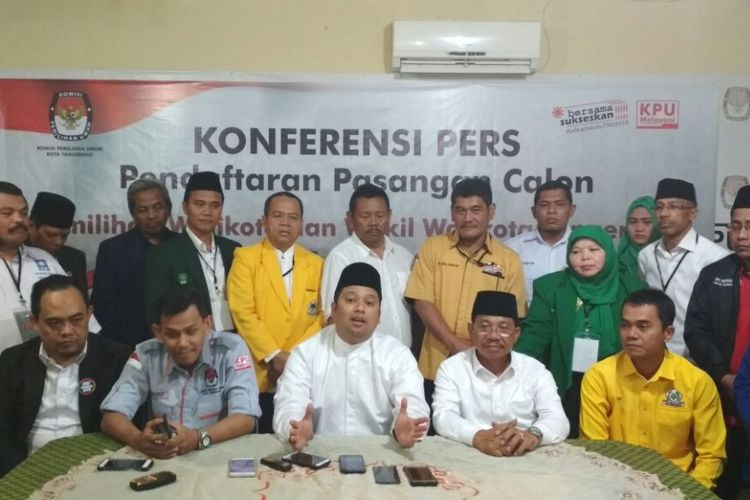 Konferensi pers seusai pendaftaran bakal calon pasangan Wali Kota dan Wakil Wali Kota Tangerang dalam Pilkada 2018, Rabu (10/1/2018) malam. Hanya pasangan petahana Arief R Wirmansyah dan Sachrudin yang mendaftarkan diri.