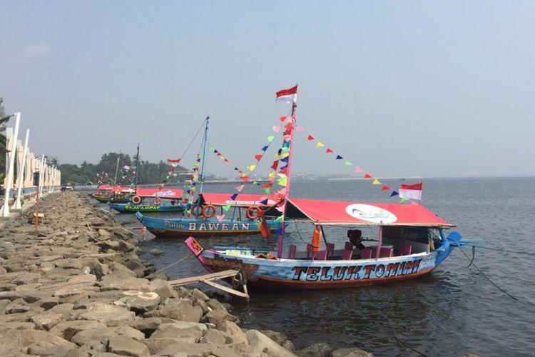 Perahu wisata di perairan Ancol, untuk wahana libur Lebaran pengunjung.