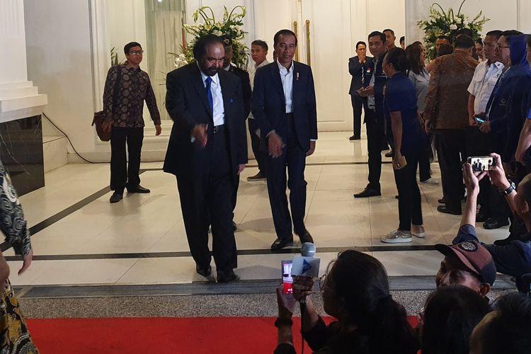 Presiden Joko Widodo dan Ketua Umum Nasdem Surya Paloh di kampus Akademi Bela Negara Nasdem, di Pancoran, Selasa (16/7/2019).