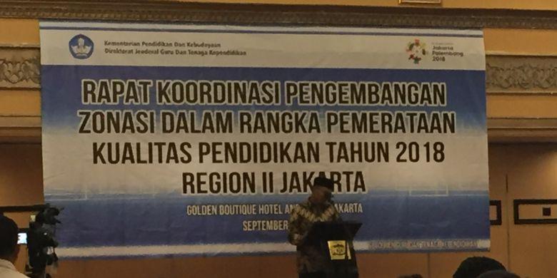 Menteri Pendidikan dan Kebudayaan Muhadjir Effendy memberikan arahan kepada peserta Rapat Koordinasi Pengembangan Zonasi dalam Rangka Pemerataan Kualiatas Pendidikan Tahun 2018 Region II Jakarta di Golden Boutique Hotel Angkasa, Jakarta, Senin (17/9/2018).
