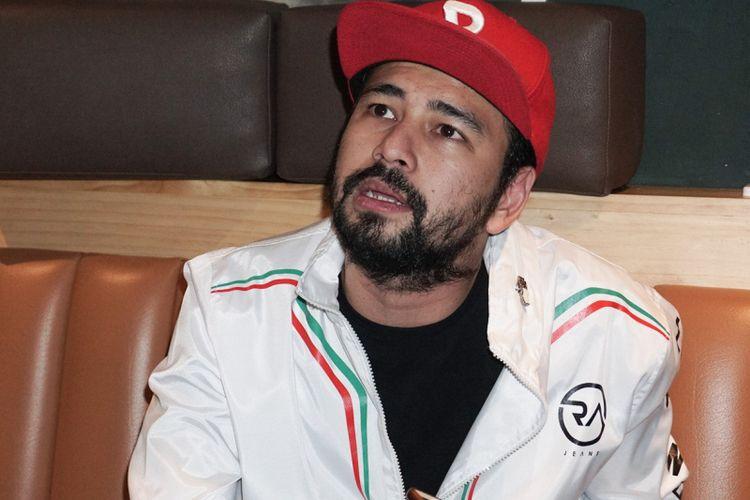 Artis peran Raffi Ahmad saat ditemui di peluncuran trailer dan poster film 13 The Haunted di Queens Head, Kemang, Jakarta, Selatan, Sabtu (30/6/2018).