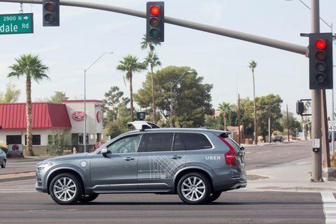 Video Detik-Detik Mobil Tanpa Sopir Uber Tabrak Pedestrian hingga Tewas