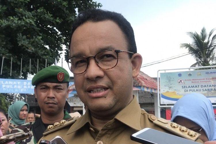 Gubernur DKI Jakarta Anies Baswedan ditemui saat mengunjungi Pulau Sebira, Kabupaten Kepulauan Seribu, Selasa (16/4/2019).