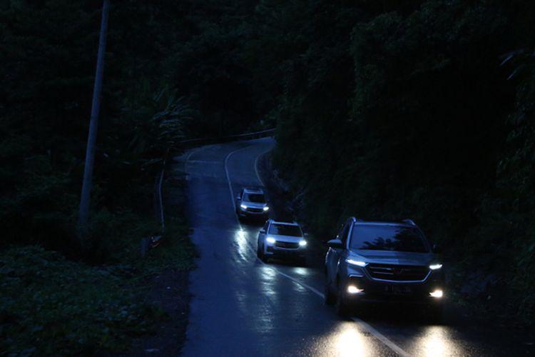 Test drive Wuling Almaz melewati jalur ekstrem yang penuh liku dan menanjak