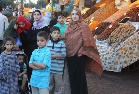 Kisah Muslimah AS, Sukses Jadi Miliarder Sambil Didik 14 Anak di Rumah