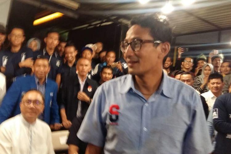 Cawapres Sandiaga Uno di acara dialog dan ngopi bareng wirausaha milenial di Warkop 45 Pekanbaru, Riau, Senin (12/11/2018).