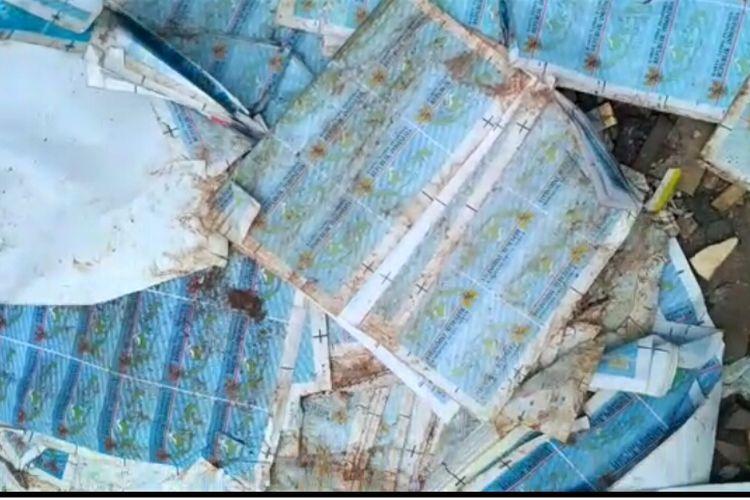 Ribuan lembar lapisan E-KTP ditemukan di Deden, Cimanggis, Cisalak, Depok, Jumat (22/3/2019).