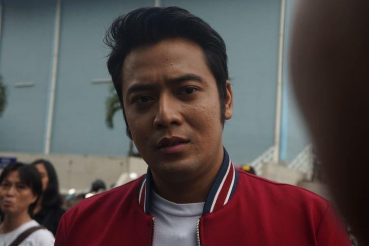 Artis peran Kriss Hatta saat ditemui usai menghadiri salah satu acara stasiun televisi swasta di kawasan Mampang, Jakarta Selatan, Rabu (26/9/2018).