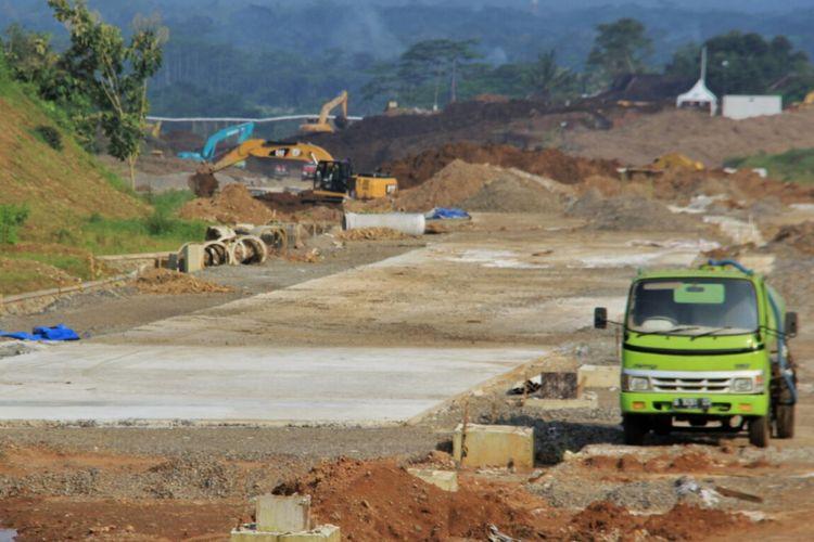 Pekerjaan konstruksi Tol Salatiga-Kartasura.