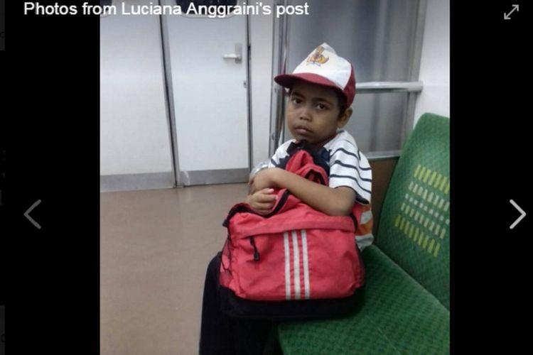 Alvin, siswa kelas 2 SD yang setiap hari berjalan kaki dan naik kereta dari Parung Panjang ke Tanah Abang untuk bersekolah.