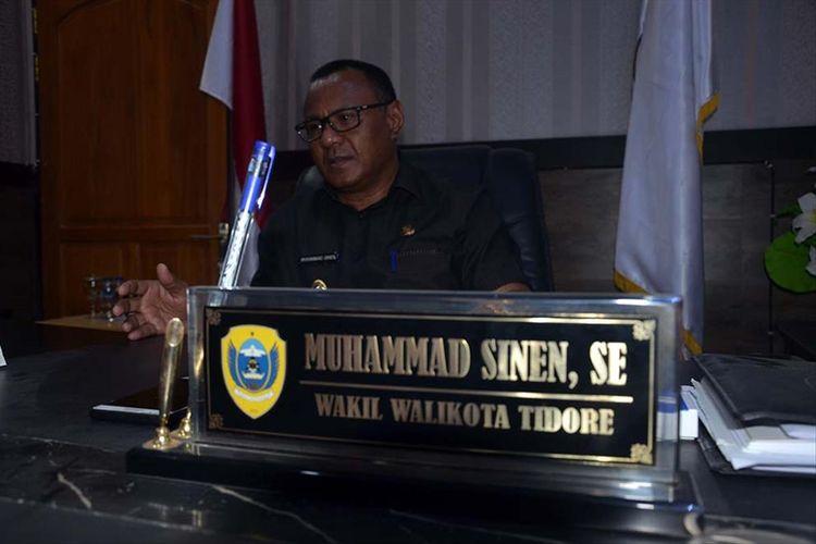 Muhammad Sinen, ayah dari Rafdi Marajabessy yang tetap memilih jadi kuli bangunan, saat ditemui Kompas.com di ruang kerjanya di Kantor Wali Kota Tidore, Rabu (10/07/2019)