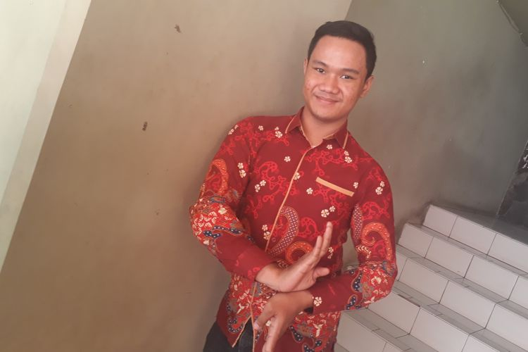 Ilham Muji Riyanto selaku pendiri Sanggar Tari Cipta Budaya berpose usai wawancara di Galeri Cipta III, Taman Ismail Marzuki, Jakarta Pusat, Senin (28/8/2017).