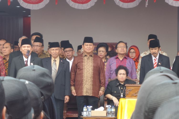 Ketum Partai Gerindra Prabowo Subianto, politisi senior PAN Amien Rais, hingga Dewan Pendiri Yayasan Pendidikan Soekatno, Rachmawati Soekarnoputri mengikuti upacara kemerdekaan di Universitas Bung Karno, Jakarta, Kamis (17/8/2017).