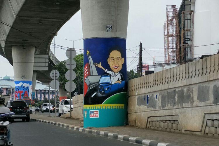 Mural bergambar Wakil Gubernur DKI Jakarta Sandiaga Uno mengendarai bajaj warna biru di tiang beton Jalan Layang Non-tol (JLNT) Antasari, Jakarta Selatan. Foto diambil Rabu (14/3/2018).