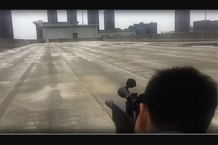 Tangkapan layar video uji coba senapan laser ZKZM-500 buatan perusahaan China.