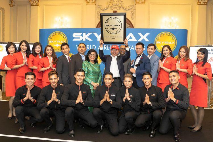 Datuk Kamarudin Meranun, AirAsia Co-Founder, Executive Chairman AirAsia Group Berhad, dan Group CEO AirAsia X, berkesempatan untuk menerima penghargaan SkyTrax sebagai best LCC dunia, di London, Selasa (17/7/2018).
