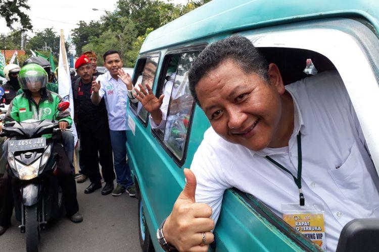 Wakil wali kota Surabaya jadi sopir angkot mengantar Gus Ipul-Puti Soekarno