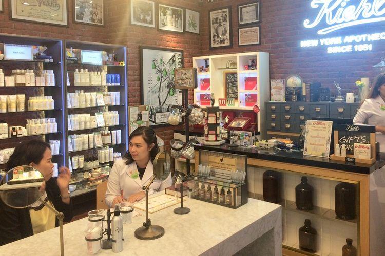 Pelanggan bisa berkonsultasi dengan Kiehls Customer Representative untuk mengetahui permasalahan kulit.