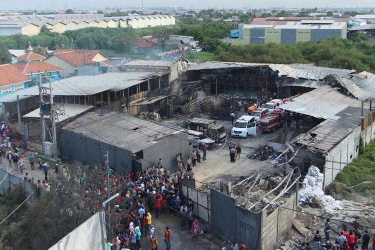 Kondisi pabrik petasan yang terbakar, di Tangerang, 26 Oktober 2017. Sebanyak 47 orang tewas akibat terjebak dan tidak mampu menyelamatkan diri saat kebakaran terjadi.